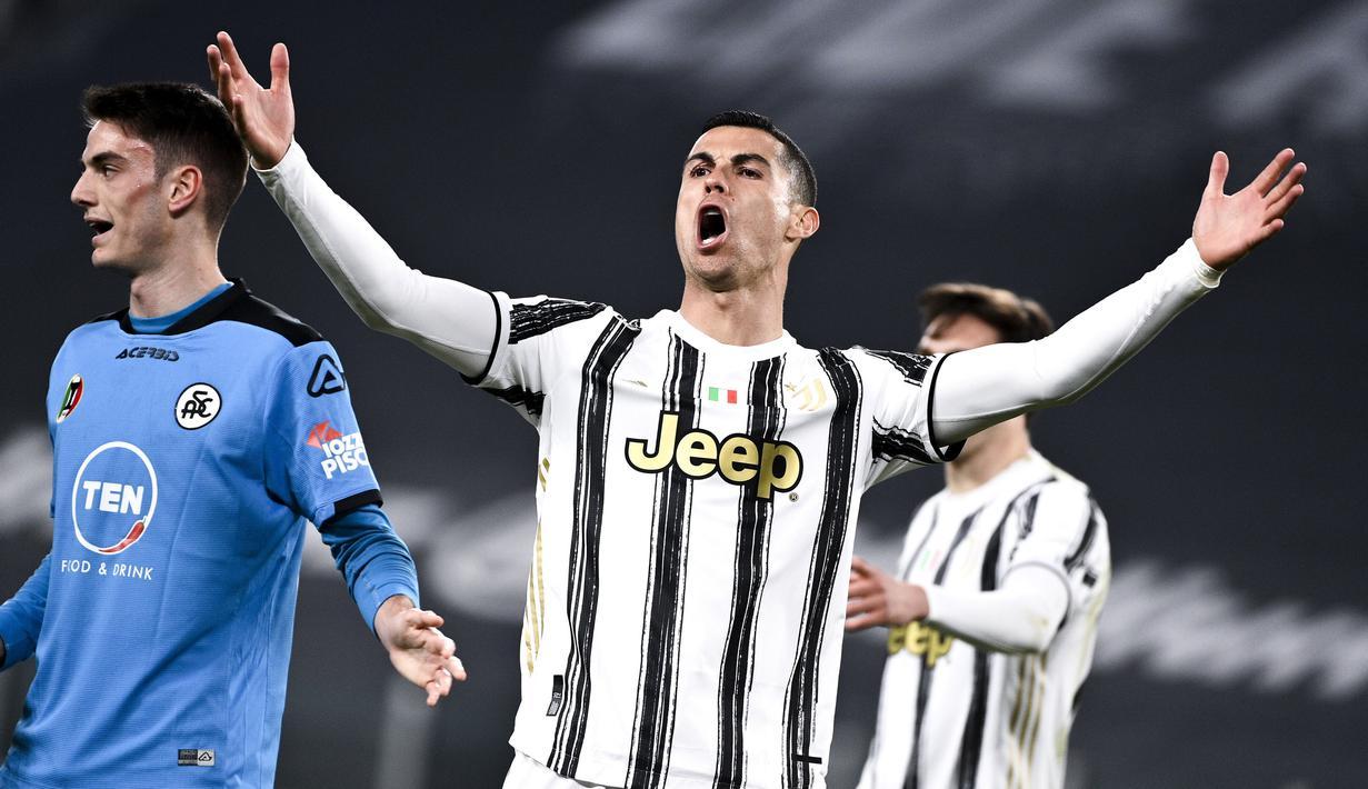 Ekspersi striker Juventus, Cristiano Ronaldo, saat melawan  Spezia pada laga Liga Italia di Stadion Allianz, Selasa (2/3/2021). Juventus menang telak 3-0. (Marco Alpozzi/LaPresse via AP)