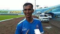 Asisten pelatih baru Arema, Siswantoro. (Bola.com/Iwan Setiawan)