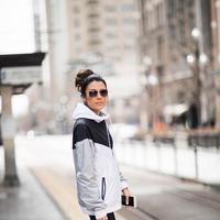 Penampilan makin super cool dengan sport wear. (sumber foto: hellofashionblog.com/pinterest)