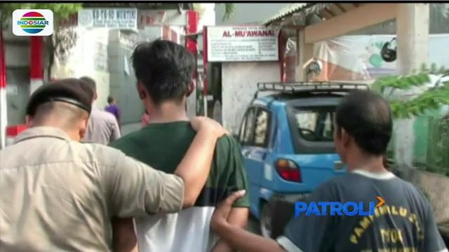 Rampas ponsel remaja yang sedang berjalan kaki, pencuri ini langsung dihajar warga Tambora, Jakarta Barat.