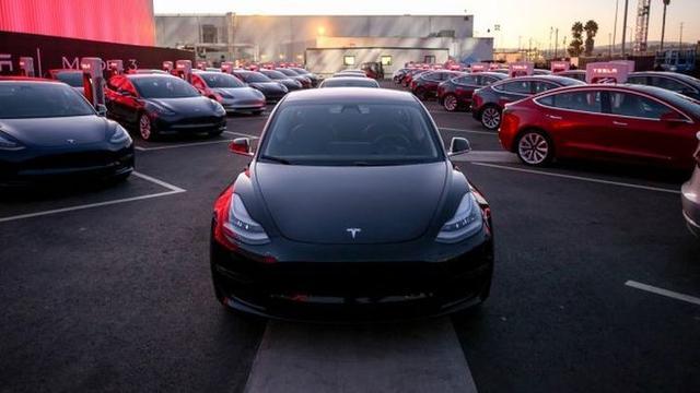 Lihat Mobil Listrik Tesla Model 3 Disiksa Habis Habisan Otomotif Liputan6 Com