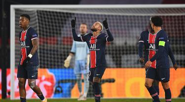 FOTO: Neymar Hattrick, PSG Juara Grup H