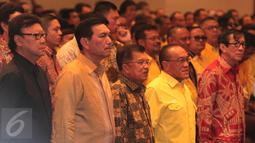 Wapres Jusuf Kalla (tengah) saat menghadiri penutupan Rapimnas Partai Golkar 2016, Jakarta, Senin (25/1/2016). Salah satu hasil Rapimnas adalah akan diselenggarakannya Munaslub Golkar 2016 (Liputan6.com/Angga Yuniar)