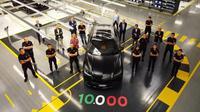 Automobili Lamborghini secara resmi menghadirkan produksi ke 10 ribu Urus dari pabriknya di Sant'Agata Bolognese, Italia. (Car and Bike)