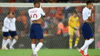 Pemain Timnas Inggris kecewa setelah gagal ke final UEFA Nations League. Inggris kalah 1-3 dari Belanda di Estadio Dom Afonso Henriques, Porto, Jumat dini hari WIB (7/6/2019). (AFP/Miguel Riopa)