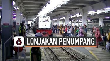 PT Kereta Api Indonesia segera menyiapkan kereta tambahan untuk menghadapi liburan Natal dan Tahun Baru 2020. KAI memprediksi lonjakan penumpang bisa mencapai 1,1 juta orang.
