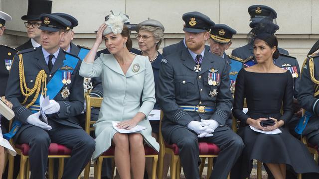 [Bintang] Kate Middleton - Meghan Markle