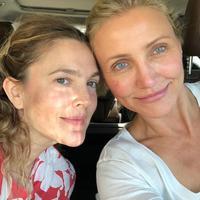 Tampil berani dan percaya diri, sejumlah selebritas terlihat tampil tanpa makeup. (Foto: Instagram/ Drew Barrymore)