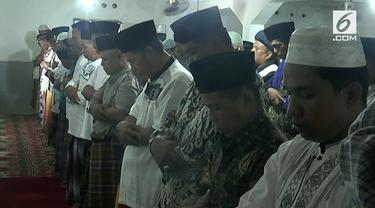 Tarekat Naqsabandyah menggelar salat Idul Adha hari ini di kota Padang.