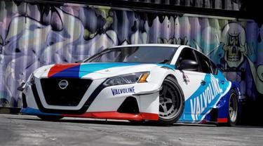 Nissan Altima ini mampu memproduksi tenaga 2.000 dk