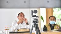 Gubernur Edy saat mengikuti rapat koordinasi bersama Menko Luhut secara virtual, yang juga diikuti para Gubernur dan Forum Koordinasi Daerah (Forkopimda) dari 8 Provinsi.