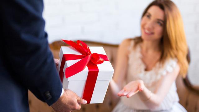 Image of Ide Romantis yang Bisa Dijadikan Hadiah Ucapan Ultah Untuk Istri