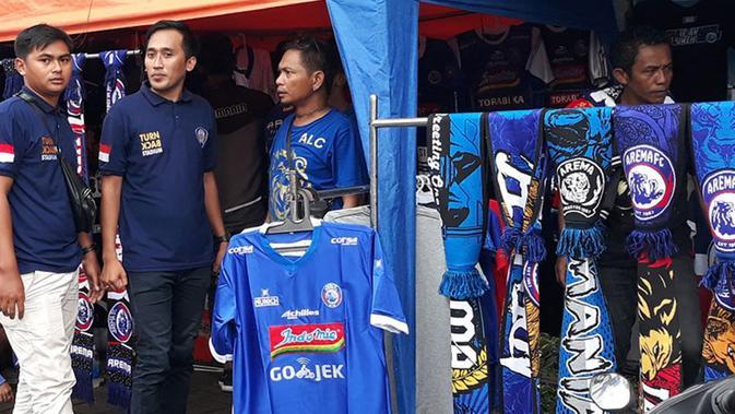 Para pedagang kaki lima di area Stadion Kanjuruhan, Malang, jelang final Piala Presiden 2019 antara Arema FC Vs Persebaya, Jumat (12/4/2019).(Bola.net/Asad Arifin)