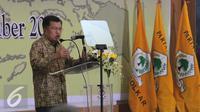 Wakil Presiden Jusuf Kalla memberikan pidato saat silaturahmi nasional Golkar di Kantor DPP Golkar, Jakarta, Minggu (1/11). Silahturahmi di gelar untuk membahas persiapan Partai Golkar dalam menghadapi pilkada 2015. (Liputna6.com/Angga Yuniar)