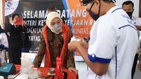Menaker Ida saat meninjau BLK Komunitas Darussalam Blokagung dan BLK Komunitas Bustanul Falah di Banyuwangi, Jawa Timur, Jumat (2/4/2021).