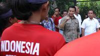 Kemenpora, Imam Nahrawi, memberikan arahan kepada atlet tenis di GBK, Jakarta, Selasa (20/3/2018). Menpora mengunjungi beberapa Pelatnas untuk memastikan persiapan atlet jelang Asian Games 2018. (Bola.com/Asprilla Dwi Adha)