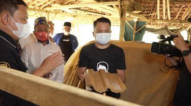 Slamet Riyadi: Alat Produksi Pengrajin Genting di Sampang Madura Masih Sangat Minim