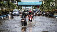 Banjir rob adalah banjir di tepi pantai karena permukaan air laut yang lebih tinggi daripada bibir pantai atau daratan di pesisir pantai.