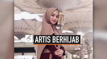 Penampilan Citra Kirana tampak berbeda dari biasanya. Citra tampil dengan balutan hijab dan pakaian tertutup. Tak ayal perubahan pada diri Citra mengundang ribuan reaksi dari warganet.