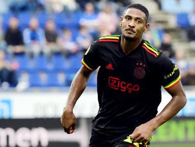 Di awal musim ini, Ajax Amsterdam resmi mengenakan jersey ketiga mereka yang terinsipirasi penyanyi reggae Bob Marley.