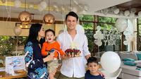 Momen perayaan ulang tahun Christian Sugiono yang Ke-39. (Sumber: Instagram @titi_kamall)