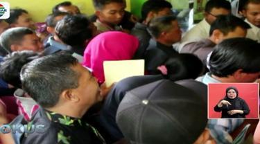 Penumpukan antrean hingga aksi ricuh warnai pengurusan e-ktp di Jombang, Jawa Timur