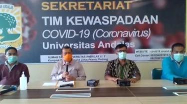 Wakil Gubernur Sumbar, Nasrul Abit saat melakukan wawancara online dengan jurnalis di provinsi setempat.