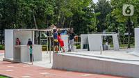 Anak-anak bermain di Taman Puring, Jakarta, Minggu (14/3/2021). Mulai 13 Maret 2021, Dinas Pertamanan dan Hutan Kota Provinsi DKI Jakarta kembali membuka 28 Ruang Terbuka Hijau (RTH) Ibu Kota di masa penerapan Pemberlakuan Pembatasan Kegiatan Masyarakat (PPKM) Mikro. (Liputan6.com/Faizal Fanani)