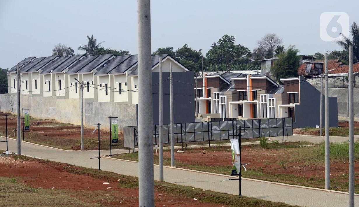 Pembangunan perumahan terhenti sementara akibat pandemi virus corona COVID-19, Pamulang, Tangerang Selatan, Banten, Senin (13/7/2020). Penjualan rumah baru siap huni mengalami penurunan hingga 50,5 persen dibandingkan dengan tahun sebelumnya. (merdeka.com/Dwi Narwoko)
