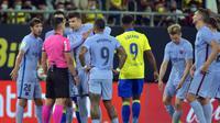 Tensi panas pertandingan antara Cadiz versus Barcelona di Liga Spanyol. (CRISTINA QUICLER / AFP)