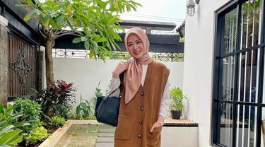 7 Inspirasi Gaya Hijab Ayana Jihye Moon, Simple dan Menawan