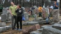 Makam Yahudi Dirusak, Muslim Amerika Kumpulkan Dana Perbaikan (AP)