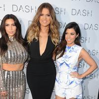 Kourtney Kardashian dan Kim Kardashian miliki tiga orang anak. Kini Khloe Kardashian pun menginginkan hal yang sama. (Metro)