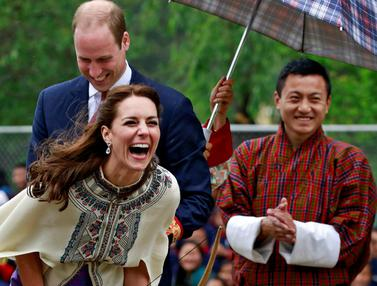 20160414-Pangeran William dan Istri Kegirangan saat Bermain Khuru