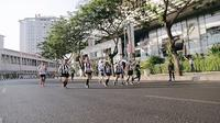 Peserta mengenakan kostum yang sendiri dengan kompak pada acara Surabaya Marathon 2019 (Sumber: Instagram/surabaya)