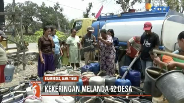 Warga Bojonegoro, Jawa Timur, harus antre demi dapatkan air bersih di musim kemarau yang panjang.
