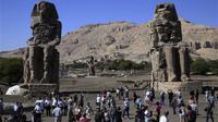 Patung Firaun yang telah hancur berabad yang lalu kembali berdiri kokoh lewat kerja keras tim arkeolog (Foto: foxnews.com)