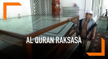 Di Masjid Nurut Taubah terdapat sebuah Alquran raksasa berukuran 1,5 x 2 meter. Berat Alquran raksasa ini mencapai 50 kilogram.