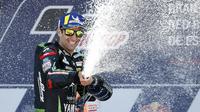 Ekspresi pembalap Yamaha Tech 3, Johann Zarco, di podium kedua MotoGP Jerez 2018, Minggu (6/5/2018). (AP Photo/Miguel Morenatti)