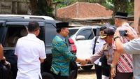Menko Polhukam Wiranto saat berkunjung ke Pandeglang, Banten. Dalam kunjungan ini, Wiranto diserang orang tak dikenal. (Istimewa)