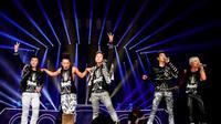 Big Bang menunjukkan diri sebagai idola yang sesungguhnya dengan menguasai deretan tangga lagu terbaik dengan lagu terbarunya.