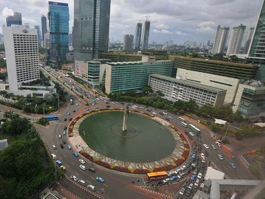 Suasana gedung bertingkat di kawasan Bundaran HI, Jakarta, Rabu (21/12). Tahun 2016 akan berakhir, tetapi penerimaan pajak sepanjang Januari-November ini baru mencapai 71 persen dari target Rp 1.355,2 triliun di APBNP 2016. (Liputan6.com/Angga Yuniar)