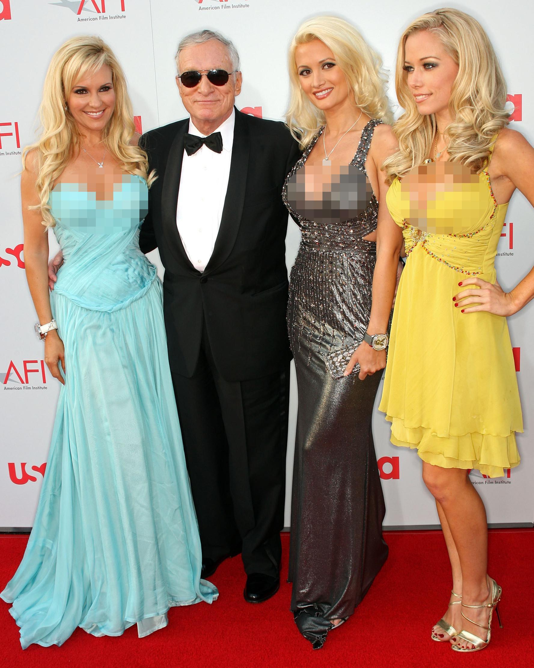Hugh Hefner bersama Holly Madison Bridget Marquardt dan Kendra Wilkinson menghadiri pemutaran perdana