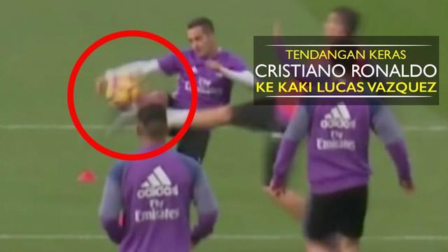 Video tendangan keras Cristiano Ronaldo ke kaki Lucas Vazquez hingga terjatuh saat latihan Real Madrid.