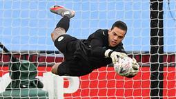 1. Ederson Moraes (Manchester City). Kiper asal Brasil berusia 27 tahun ini telah membuat 13 kali clean sheets dalam 21 penampilannya selama 1890 menit. (AFP/Justin Tallis/Pool)