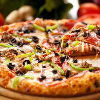 Pizza dengan roti tebal dan tipis bisa menjadi pilihan yang sulit untuk dibuat. Namun pizza jenis manakah yang jadi kesukaanmu?| Via: kingrichiespizza.com