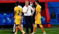 Ronald Koeman berhasil membawa Barcelona meraih kemenangan 3-1 atas Gimnastic pada laga uji coba di Johan Cruyff Stadium, Minggu (13/9/2020) dini hari WIB. (AFP/Pau Barrena)