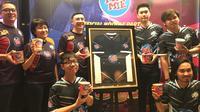 EVOS Esports menjadi satu dari dua tim Esports Indonesia yang mendapatkan dukungan berupa kerja sama dengan Pop Mie yang diresmikan di Indofood Tower, Jakarta, Selasa (26/2/2019). (Bola.com/Benediktus Gerendo Pradigdo)