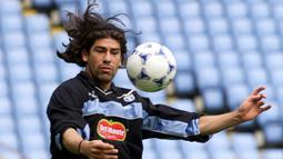 1. Marcelo Salas - Striker dengan ketajaman luar biasa ini menjadi mesin gol bagi Lazio pada tahun 1998-2001. Bersama Biancocelesti, Salas mencicipi 6 trofi juara. (AFP/Gerry Penny)