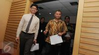 Wakil Ketua KPK Laode Syarief (kiri) dan Ketua KPK Agus Rahardjo bersiap memberi keterangan terkait Operasi Tangkap Tangan (OTT) Deputi Badan Keamanan Laut (Bakamla) Eko Susilo Hadi, di Gedung KPK, Jakarta, Kamis (15/12). (Liputan6.com/Helmi Afandi)